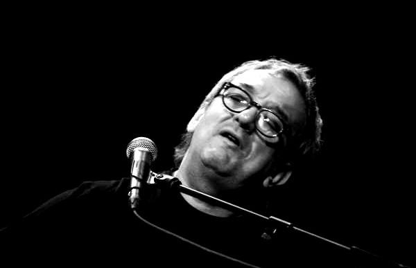 """""""Mà al cor és una cançó valenta, molt sentida I especialment apta per ser versionada per una coral"""" afirma Joan Bibilioni"""