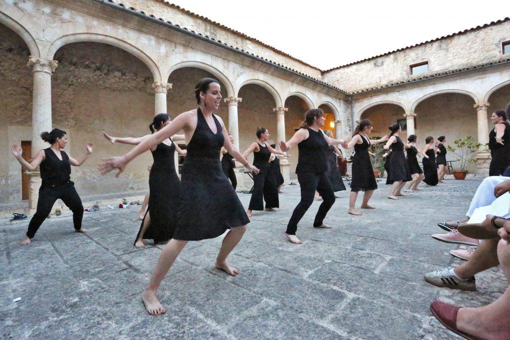 """Concert Cor de Dones de la UIB- Inauguració exposició """"Mata Ombres"""""""
